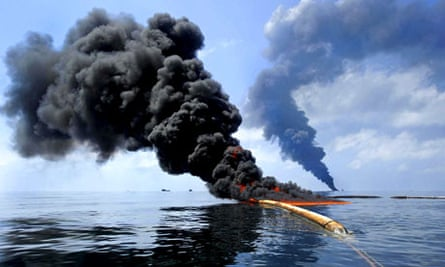 Containment efforts for the Deepwater Horizon Oil Spill, Gulf of Mexico, America - 06 May 2010