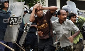 Protesters clash with police in Dhaka