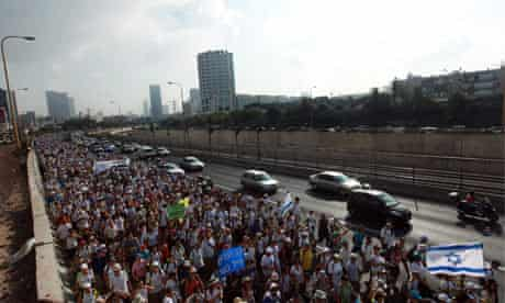 Thousands of supporters on Gilad Shalit march as they leave Tel Aviv towards Jerusalem