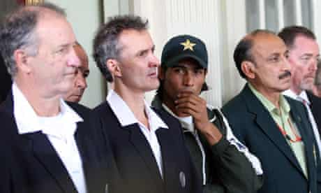 Pakistan's Mohammad Amir with umpire Billy Bowden