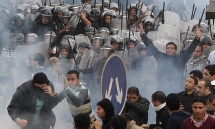Anti-government protestors clash with riot police in Cairo