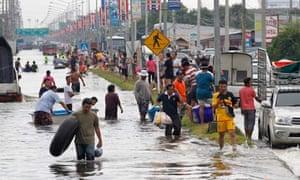 Heavy flood in Pathum Thani