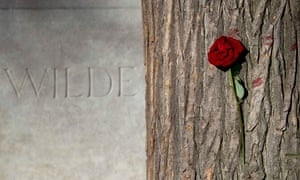 renovated tomb of Oscar Wilde
