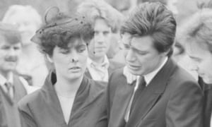 Bamber at his family's funeral, 1985