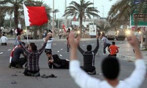 Bahraini protesters defy army tanks in Manama