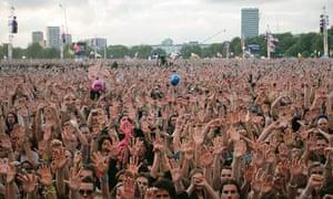 crowd at live 8 concert