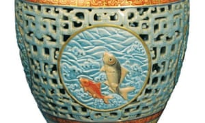 Chinese vase sold by Bainbridge Auctioneers