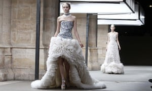 Alexander mcqueen wedding dress rumour fuelled by ice queen show alexander mcqueen junglespirit Image collections