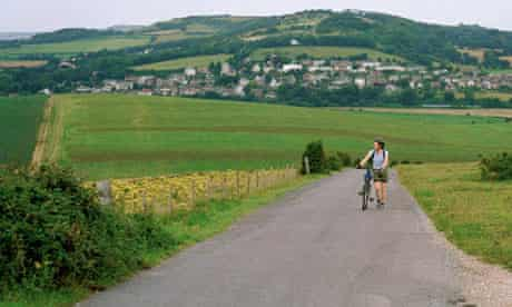 A cyclist on a quiet country lane in the Isle of Wight