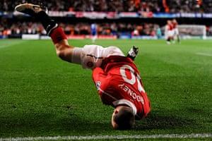 Chelsea v Man Utd: Wayne Rooney celebrates after scoring the opening goal of the game