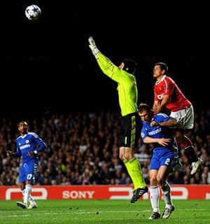 Chelsea v Man Utd: Petr Cech claims a high ball