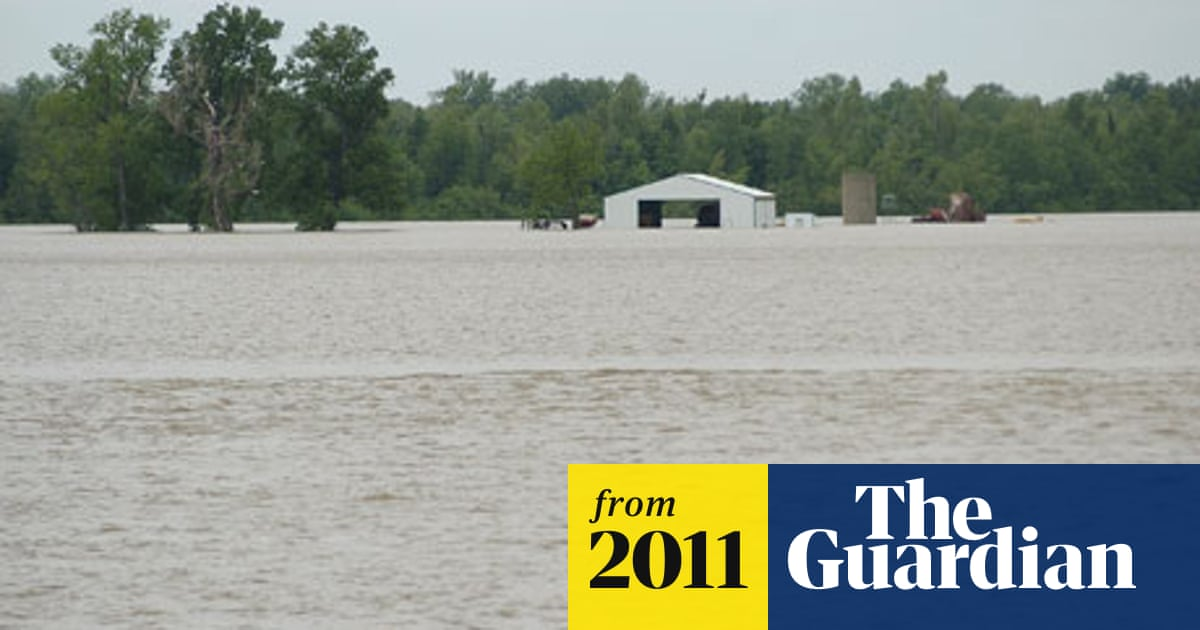 US army blasts holes in Missouri levee to save town from