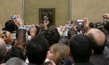 Crowds around the Mona Lisa