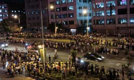 Chinese riots enter third day