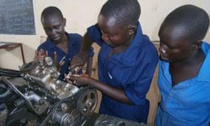 Trainee female mechanics, Sout Sudan