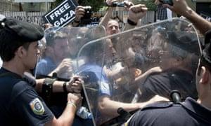 Greek police contain Gaza flotilla activists