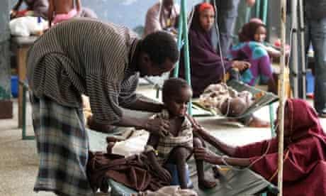 MDG : Parents attend to their malnourished child at Banadir hospital in Somalia's capital Mogadishu
