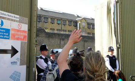 UK riots Metropolitan police