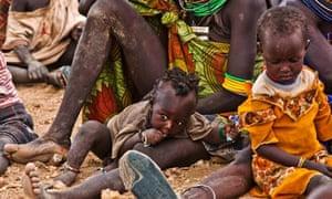 MDG : Turkana women and children wait to receive relief food supplies near the Kakuma refugee camp