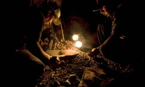 Artisan miners in El Ingenio, Peru