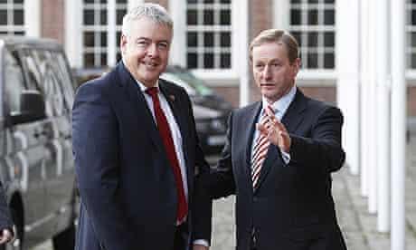 First minister of Wales, Carwyn Jones (l), with the Irish taoiseach, Enda Kenny