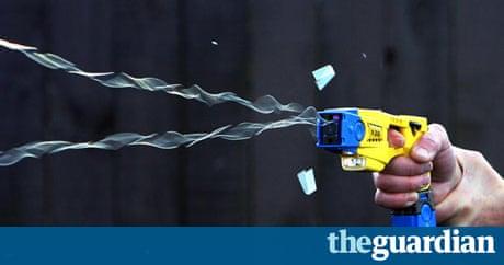 Taser stun gun demonstrat 010