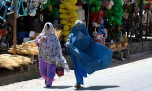 Afghan women shopping in Lashkar Gah