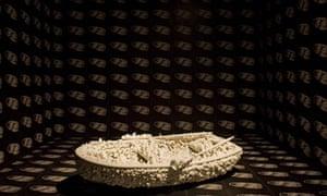 Yayoi Kusama installation at Tate Modern – One Thousand Boats Show