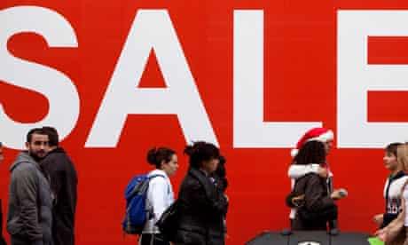 Sales start early on London's Oxford Street