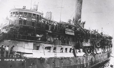 Holocaust survivors on boat