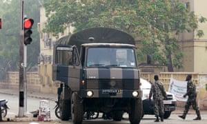 Mali soldiers at a roadblock