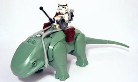 A Lego Star Wars sandtrooper