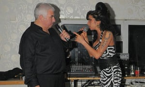 Amy Winehouse singing with her father Mitch, 2009