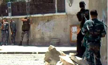 Syrian troops fighting rebels