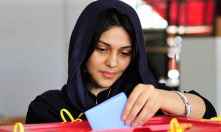 Woman voting in Benghazi