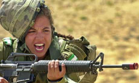 An Israeli army female soldier in training