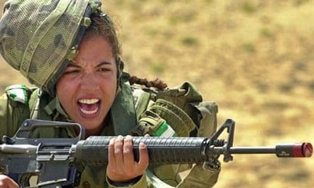 An Israeli army female soldier in training