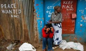 Woman comes daughter's hair in Nairobi street