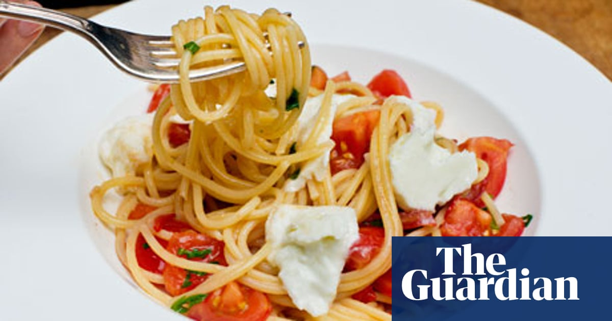 Angela Hartnett's spaghetti with cherry tomatoes, mozzarella and basil recipe