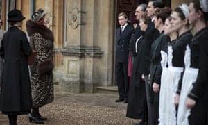 Shirley MacLaine as Martha Levinson meets the Downton staff