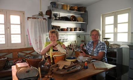 Two Swabian housewives
