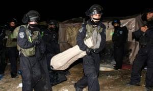 Israeli border police remove a Palestinian from E1