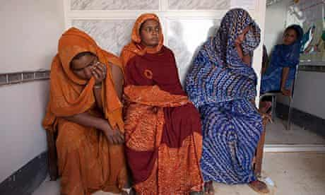 Malian women at health centree in Mbera refugee camp