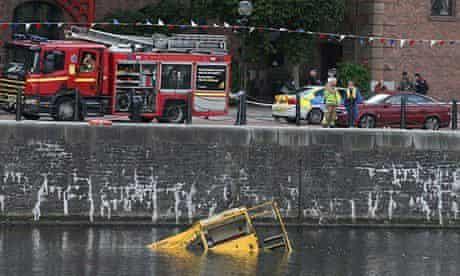 Amphibious tour bus sinks