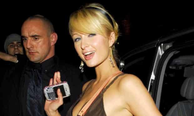 Paris Hilton shows off her BlackBerry – in 2006