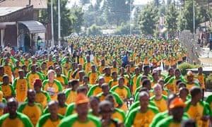 Mass of runners in Great Ethiopian Run