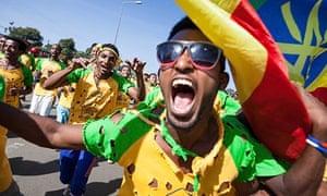 Great Ethiopian Run: singing and dancing runners