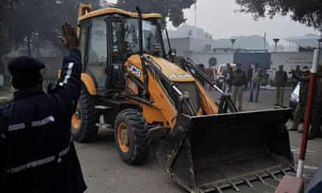 Bulldozer in front of the US embassy in New Delhi