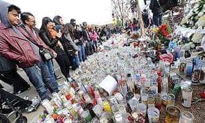 Fans view memorial to paul walker