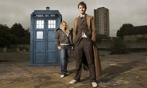 David Tennant as the 10th Doctor Who, with Billie Piper as Rose Tyler, outside Tardis